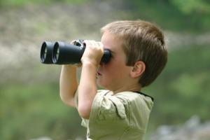 child-with-binoculars[1]